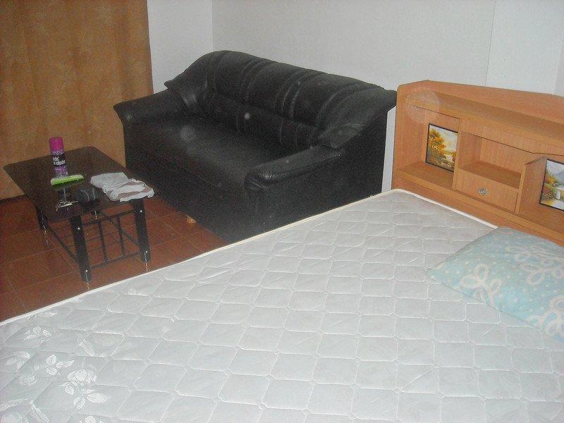 New YELLOW room-WHITE PAINT--Nov.1, 2012 017.jpg