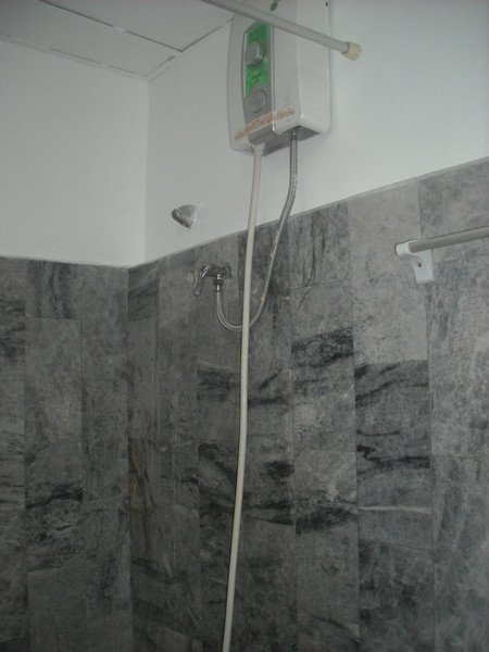 New YELLOW room-WHITE PAINT--Nov.1, 2012 032.jpg
