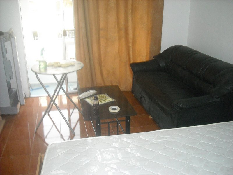 New YELLOW room-WHITE PAINT--Nov.1, 2012 013.jpg