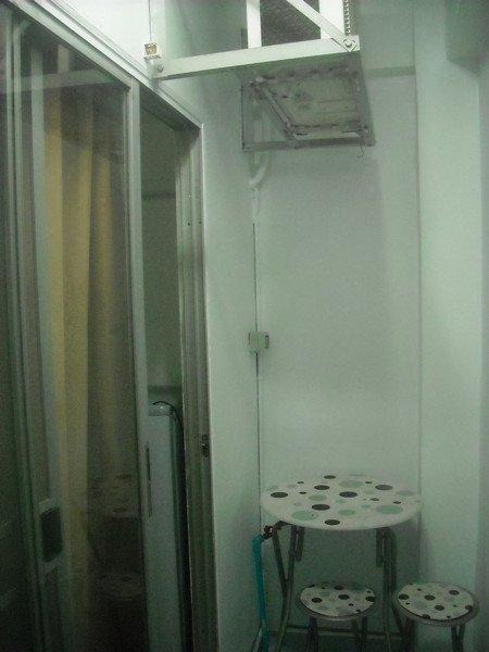 New YELLOW room-WHITE PAINT--Nov.1, 2012 021.jpg