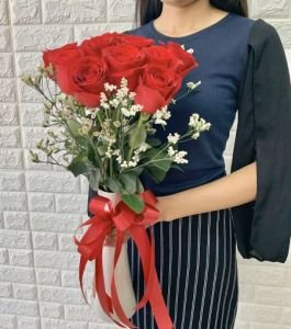 12_Fresh_red_chinese_roses_with_white_filler_in_vase2 - extra -  for forum post.jpg